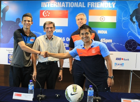 Baihakki Khaizan and Sunil Chhetri exchange pleasantries as Radojko Avramovic and Wim Koevermans look on