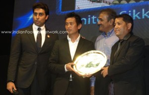 Bhaichung receiving the best stadium award for the beautiful Paljor