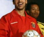 john-abraham-with-football-soccer