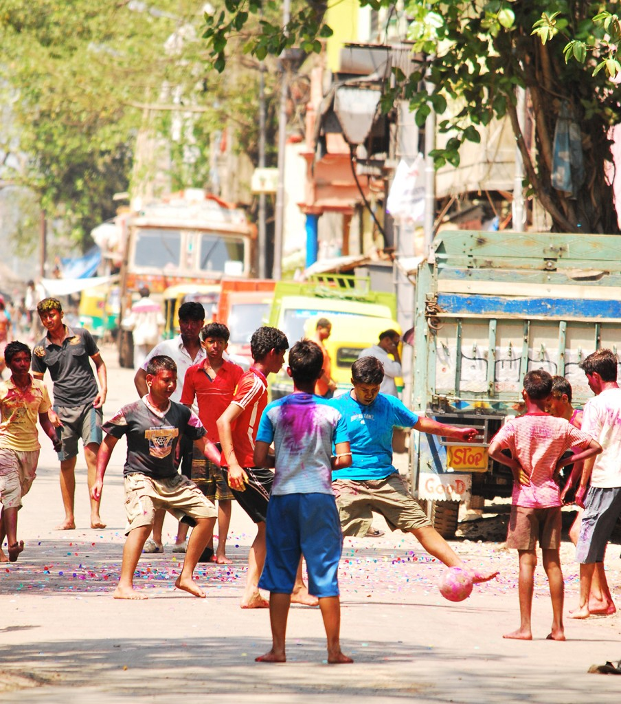 Kolkata Derby Article - children playing - Somak Sarkar
